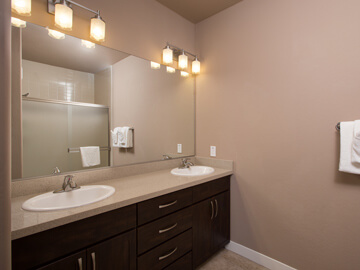 condos for rent in phoenix - master bath room