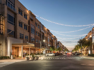Toscana Condo Rentals - high street intersection