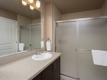 phoenix condo rentals - milano second bathroom