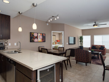 phoenix condo rentals - vallencia dining and living room