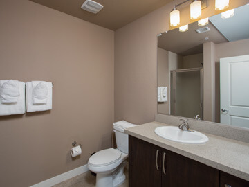 phoenix condo rentals - venitia second bathroom